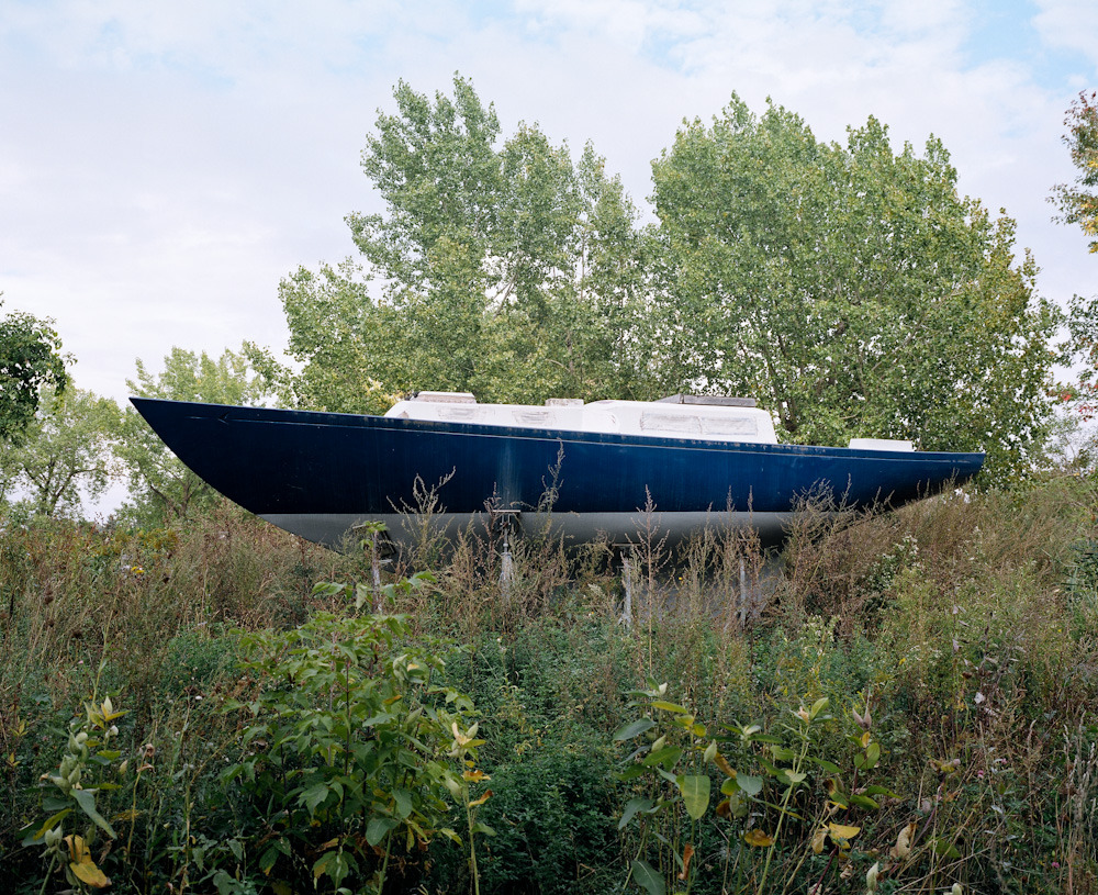 Boat in bushes, Montreal, 2011 There was this thing about this boat, comme un secret qu'il gardait pour lui. I doubt it will ever see the water again, but still, it stood there, proudly, in the bushes. Waiting for something that might just never happen. Something about hope.