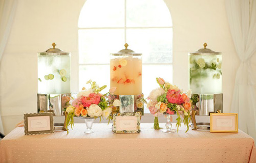 highonweddings:  Beautiful and yet simple drink station <3