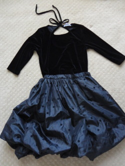 Vintage velvet princess lot. Includes: 1) velvet top with keyhole back, size S (but is stretchy) and 2) taffeta bubble skirt with little textured polka dots, no size marked but fits like a S/M. This outfit looks AWESOME together, I'd totally keep them if I had somewhere to wear them??? I feel like a winter princess :) And of course, like with all the other sets, you can mix and match the tops and bottoms with other things as you please! $50 shipped