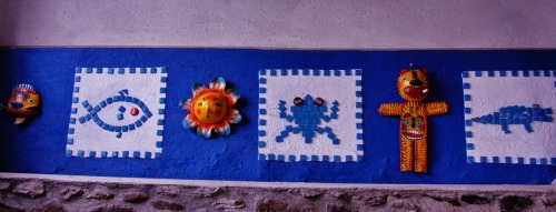 decoración de mi estudio! Máscaras de Guerrero, Méx. y mosaicos de Teban y míos Decoration of my studio, Masks from Guerrero, Mex.