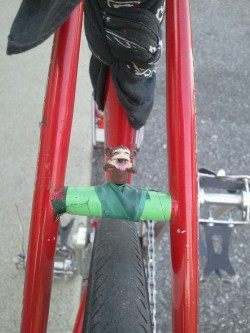 I taped a little monkey on my fixie. :)