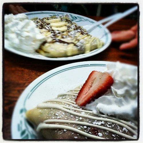 Crepes w/ @jayniexo ^_____^ (Taken with Instagram at Aloha Crepes)