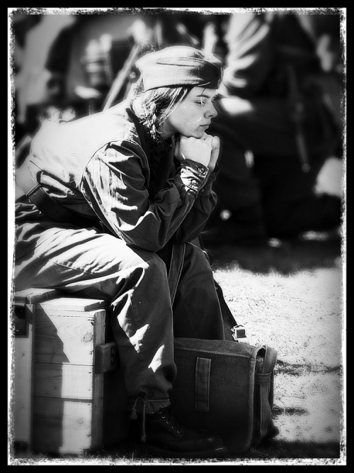 Day 325/365 - Waiting for a battle I used Snapseed (Black and white, cropping), BigLens (F 3.2, Lomo 3) and PhotoToaster (B&W Portrait) Listening to Lord of the Rings soundtrack - Battle of Dagorlad