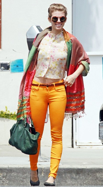 Celebrity Scarf Watch: AnnaLynne McCord wearing a colourful outfit with an oversized patchwork scarf in Los Angeles. We're loving how her outift colour-coordinates, without looking in the least bit matchy-matchy. Her delicate blouse has yellow from those fabulous jeans, and the scarf ties it all together.