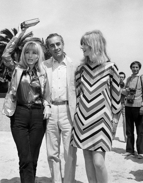1967: Monica Vitti, Michelangelo Antonioni and Vanessa Redgrave on the beach in Cannes