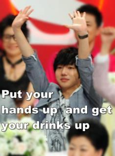 Yesung with his hands up! XDD