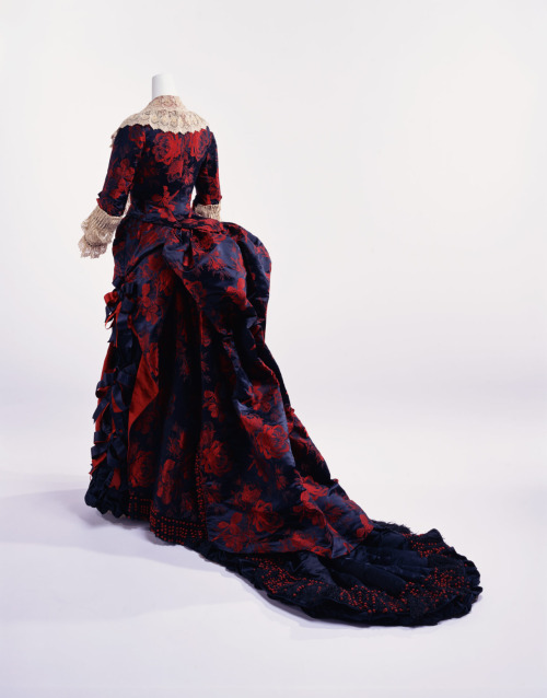 omgthatdress:  Dress 1870s The Kyoto Costume Institute  this is amazing…