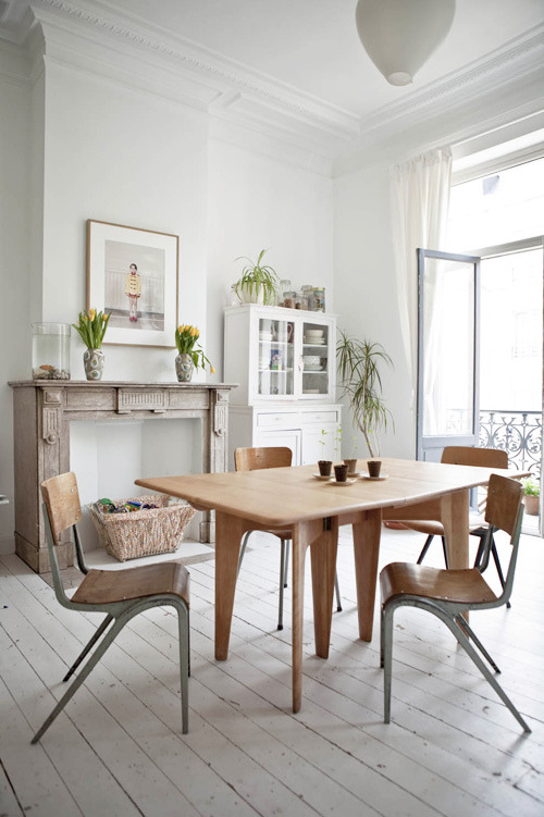 (via decor8 » Blog Archive » Lovely Home of Cotton & Milk Designer Justine Glanfield)