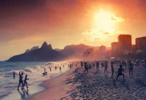 gambogee:  Relaxing in Rio by `isacg