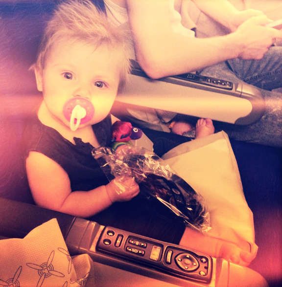 niall-pot-ate-o:  Baby Lux on plane:)