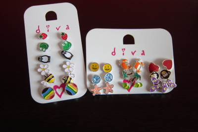 I asked my mother to get me some earrings from Diva. These were the ones she bought for me. :D I'm obsessed with cute studs. :P