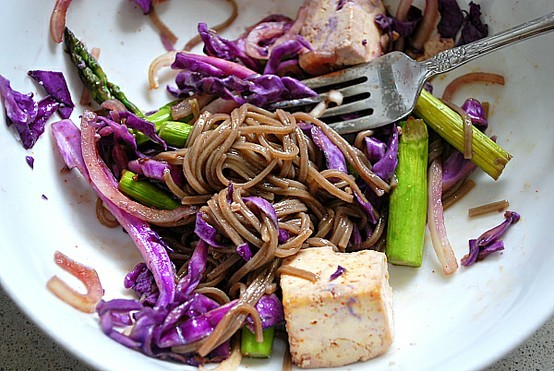 prettybalanced:  Roasted Tofu, Red Cabbage and Asparagus with Soba Noodles