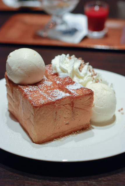 in-my-mouth:  Thick Honey Toast