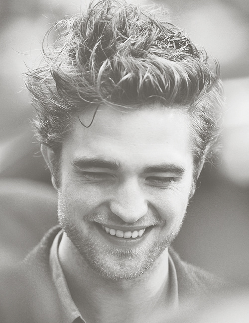 pattinson-mcguinness:  21/50 Robert Pattinson