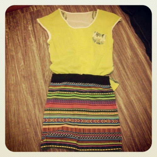 I absolutely L-O-V-E this combination! #neon #green #lime #aztec #fashion #style #colours #colourful #photography  (Taken with instagram)