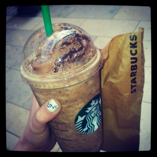 lipstickstainedmemories:  Mmmmmmm#starbucks#coffee#me (Taken with instagram)