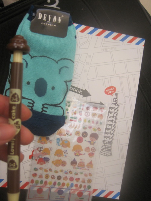 peekingbear:  GIVEAWAY! (stationary version) as promised, here's the prize for the giveaway!pictured are: stickers 台北101 notebook koala socks poopie pen (I have the pink/red version, if you'd rather have bloody poop, let me know and i'll trade with you LOL) quite a lot of people suggested stationary, and it's SO HARD to find unisex stationary. the notebook and pen is unisex (if you're a guy and you don't like the pen SHAME ON YOU) however the small ish socks and stickers… well. FRET NOT because this is only the stationary version! rules! you MUST be following taiwanesefood (our personals are optional, you know but i'll love you more if you're following our personals as well ~) likes count! so does reblogging! (don't spam your followers though!) please be available to respond with your address within 48 hours of the end of the giveaway, else I'll go to the next person I'll pay for domestic shipping but if you're overseas your prize won't have as much content (simply because I'll probably be poor by the time I come back (SORRY :'( ) and international shipping is deadly) or if i ship it from taiwan it might be cheaper, but then the giveaway will end earlier! winner will be chosen through a random generator — if lots and lots of people participate, we'll have a second winner ^____^! if the winning poster liked the post, I'll randomly choose another person ~ if the winning poster reblogged the post from someone else, the person that was reblogged from will win (giveaway blogs don't count!) the second prize :D if the person that was reblogged is taiwanesefood well then I get the prize JUST KIDDING not me, the other wonderful admin reblog mucho! good luck to everyone ^__^ I hope you guys like what I chose :x