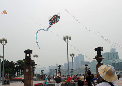 Kites in Chongqing by nahkahousu on Flickr.