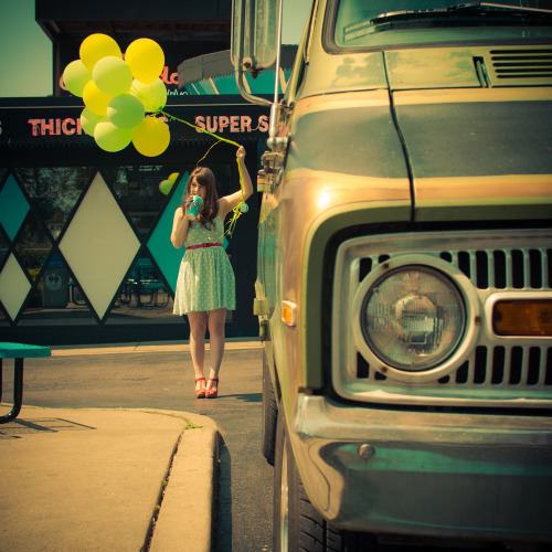 Love how those yellow balloons accent Tieka of Selective Potential's mint ModCloth dress!