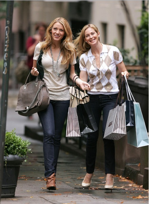 Us is reporting that Kelly Rutherford, who plays Blake Lively's mother, Lilly van Der Woodsen, is expecting her second child in June in real life.