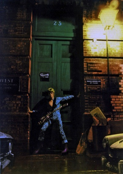 flavorpill:  Alternate images from the Ziggy Stardust cover shoot