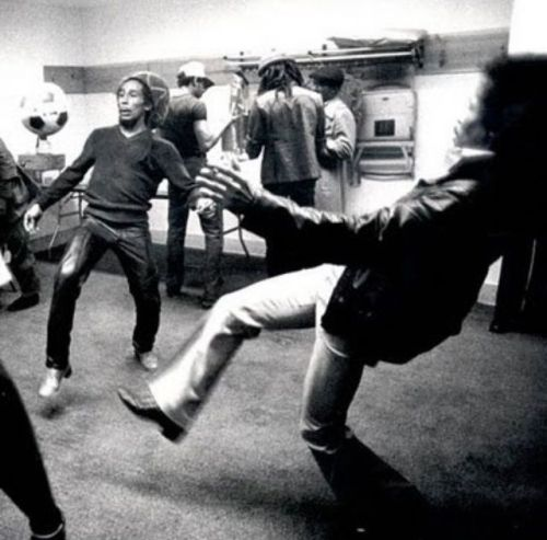 so-treu:  blackmanonthemoon:  ashleyinsanity:  Just Bob Marley and Jimi Hendrix playing soccer backstage.  This is Amazing  oh.