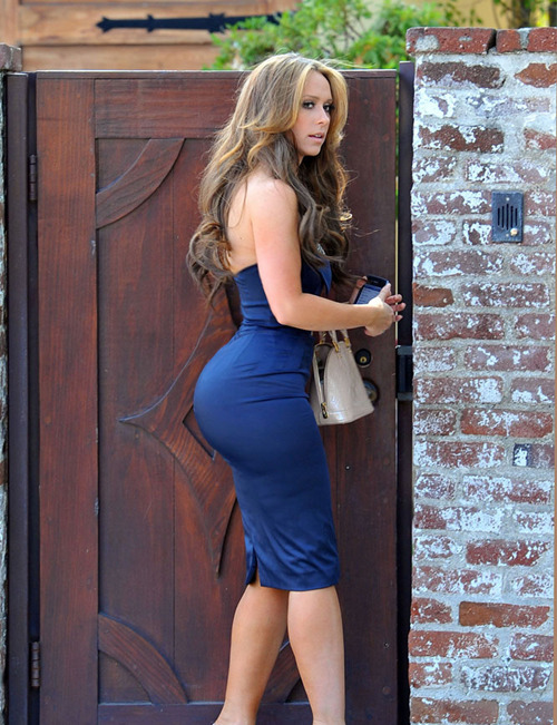Jennifer Love Hewitt big booty