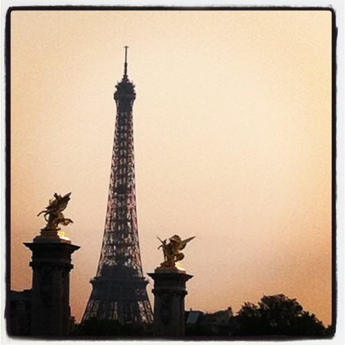Hay Eiffel tower hay  (Taken with instagram)
