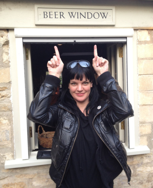 probalicious:  sandlesgirl254:   Pauley Perrette‏@PauleyP Oh England, I love you! :)http://twitpic.com/9ohcj3  Pauley's blatant love for alcohol makes me love her even more.