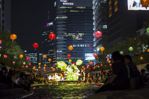 tokaido:  Chyeonggyecheon lanterns