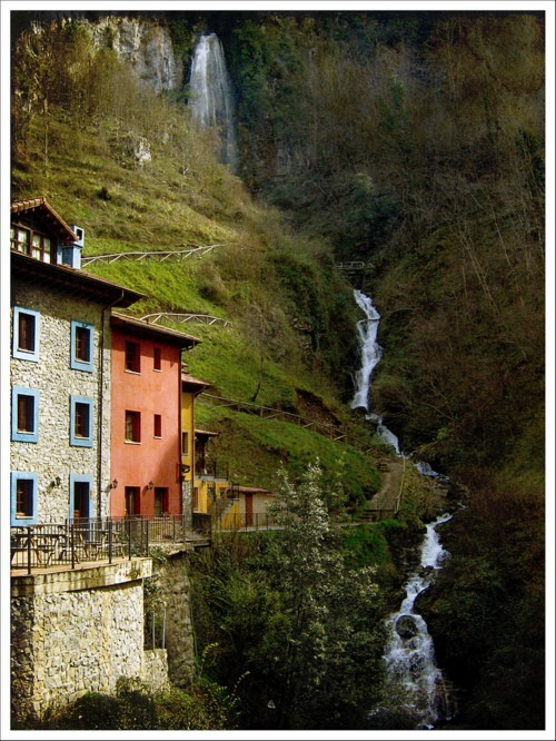 Waterfalling,  Asturias, Spain  photo via chef
