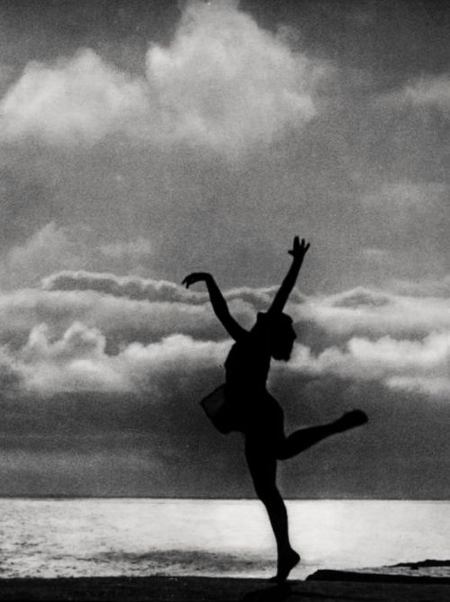 "oldhollywood:  Leni Riefenstahl's ""Dance to the Sea"" in The Holy Mountain (1926, dir. Arnold Fanck) (via)"