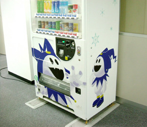 megatenn:  yattermans:  SOMEWHERE. IN THE WORLD. THIS VENDING MACHINE EXISTS.  is it working tho