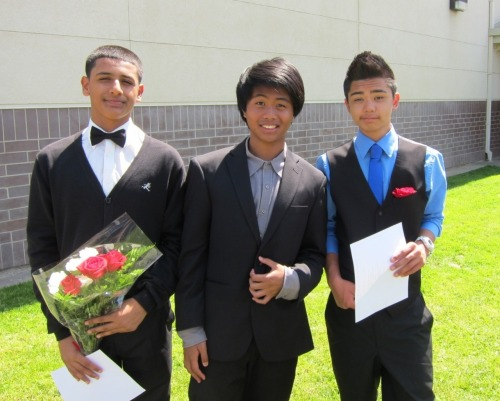 ramsiswashere:  itzzzanthony:  promotion pictures(: follow the kid in the middle thoe: ♚  look its mee when i had long hair.