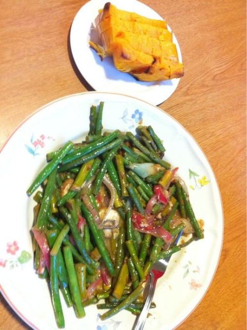 Baked squash with sautéed green beans and onions