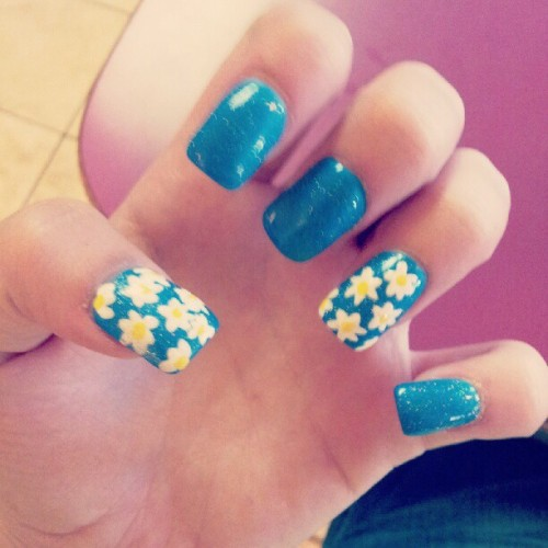 my new #daisy #nails :) (Taken with instagram)