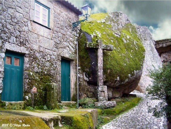 chirosangaku:  bookofjoe - Monsanto, Portugal — Village of the giant stones