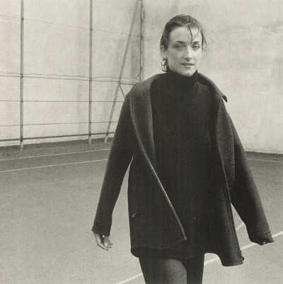 Reversible shirt-jacket in charcoal double-faced diagonal woolSleeveless high collar tunic pullover in black comfort cashmereRounded pants, two zippers, in charcoal comfort flannel  Delphinephotographytim richmond Portraits of women inHermèsLe Monde d'Hermès№ 35, 1999 Vol. II, Fall–Winter 1999–2000
