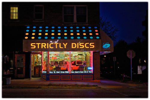 mtsullivan:  Strictly Discs [colour] on Flickr.