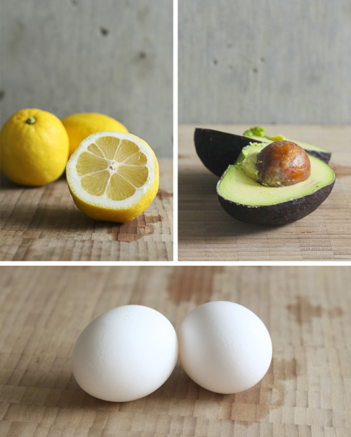 craftjunkie:  Coarse, Dull, Frizzy Hair? Avocado Hair Mask Can Help! {How to}  Found at: dellie