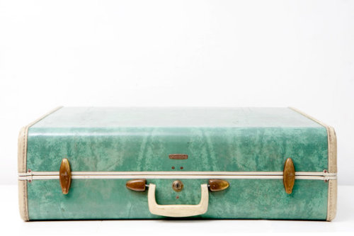 Love this vintage suitcase!