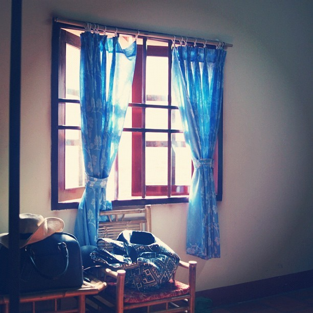 #simple #life #simplicity #tranquility #window #frame #travel #instatravel #indochine #asian #vintage #sleep #serenity #wood #curtains #luggage #hat #slingbag (Taken with instagram)