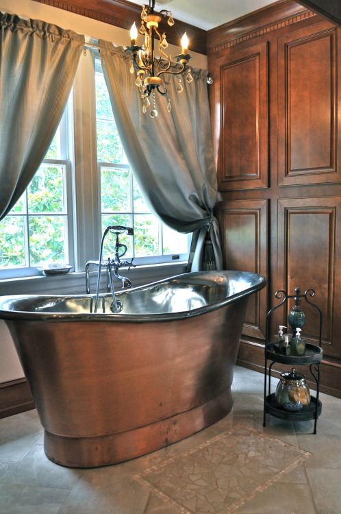 Jane has a great bath tub!  I love this and wish it was mine! Is that wrong?