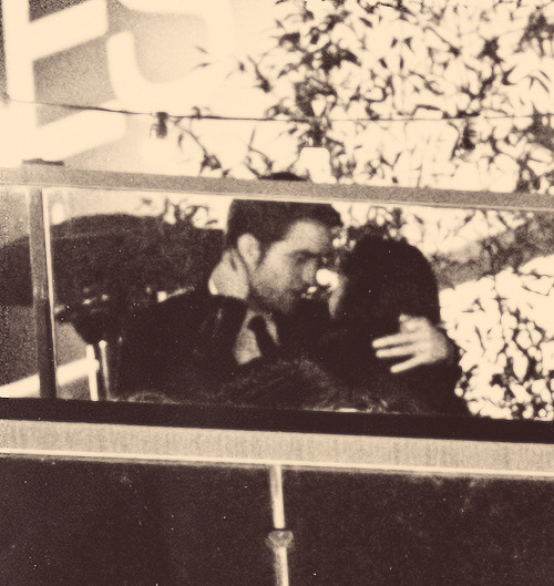 faded-as-my-jeans:   Kristen & Rob (kissing) | OTR After Party.(x)