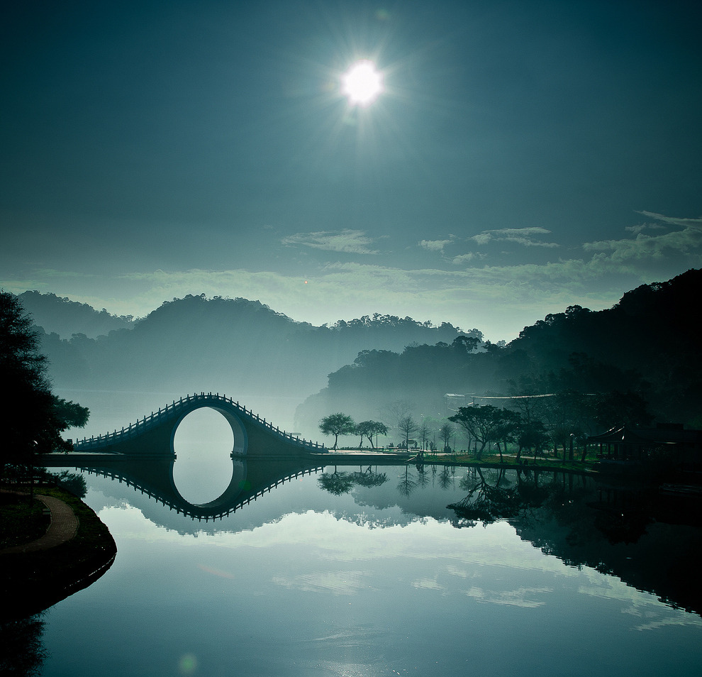 (Breathtaking Photos Of The Moon Bridge In Taipei, Taiwanから)