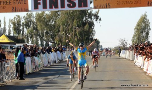 Alona Andruk wins Stage 1, Tour de Free State 1.   Alona Andruk (Ukr) Ukraine, 02:02:152.   Emma Johansson (Swe) Hitec Products-Mistral Home, + 00:013.   Olga Zabelinskaya (Rus) RusVelo, + 00:024.   Hanka Kupfernagel (Ger) RusVelo, + 00:045.   Mascha Pijnenborg (Ned) Dolmans-Boels, s.t.6.   Olena Sharha (Ukr) Ukraine, s.t.7.   Olena Pavlukhina (Ukr) Ukraine, + 00:258.   Sylwia Kapusta (Pol) Hitec Products-Mistral Home, s.t.9.   Ashleigh Moolman (RSA) Lotto Belisol, s.t,10. Andrea Graus (Aut) Vienne Futuroscope, s.t. Full stage results More photos of the stage on Cyclenation.co.za