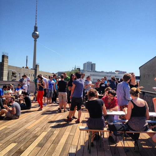 david-noel:  Team lunch, @SoundCloud summer style! (Taken with Instagram at SoundCloud HQ)  Do you like pizza? We're hiring engineers, support specialists and many more people for our Berlin HQ to have pizza with us every Thursday for lunch.