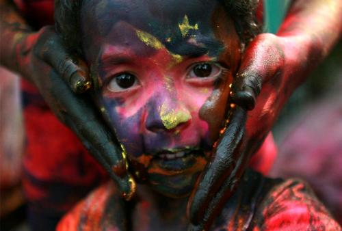corescolores:  The Holi Festival, via The Real Art of Street Art.