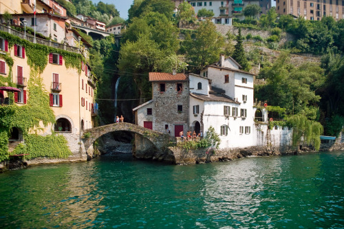 italia-amore-mio:  LOMBARDIA - Nesso is a municipality on the Como leg of the lake, it is situated in the point where the Tuf and Nosè streams join and form a waterfall that plunges spectacularly into a gorge. picture taken by: netNicholls