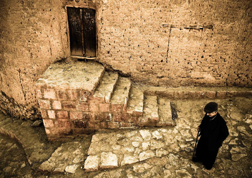 Photo of the Day: Walking an old man through a traditional village in Iran, named Abyaneh Photograph by Ruhollah Mahmoudi (Qom, Iran), March 2010, Abyaneh, Kashan, Iran (Source: Smithsonian Mag)